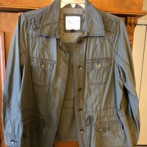 Army green lightweight adjustable jacket
